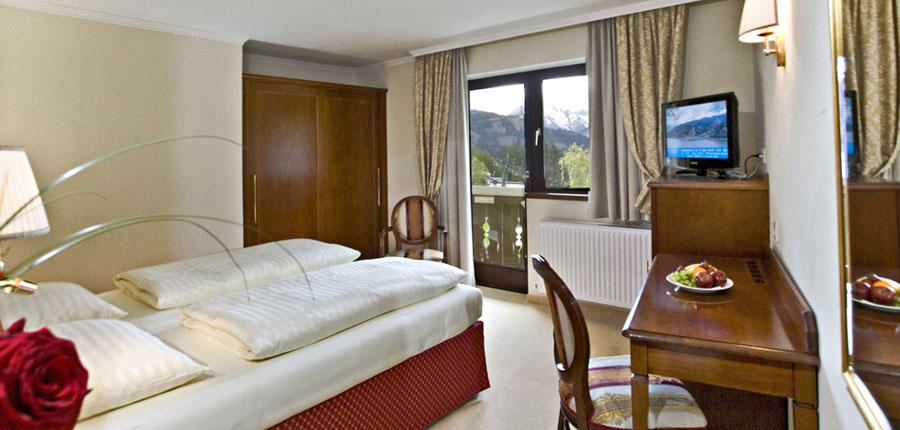Austria_Zell-am-see_Hotel_Berner_bedroom.jpg